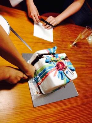 Repartiendo la tarta que nos regaló OMExpo por nuestro 10º aniversario